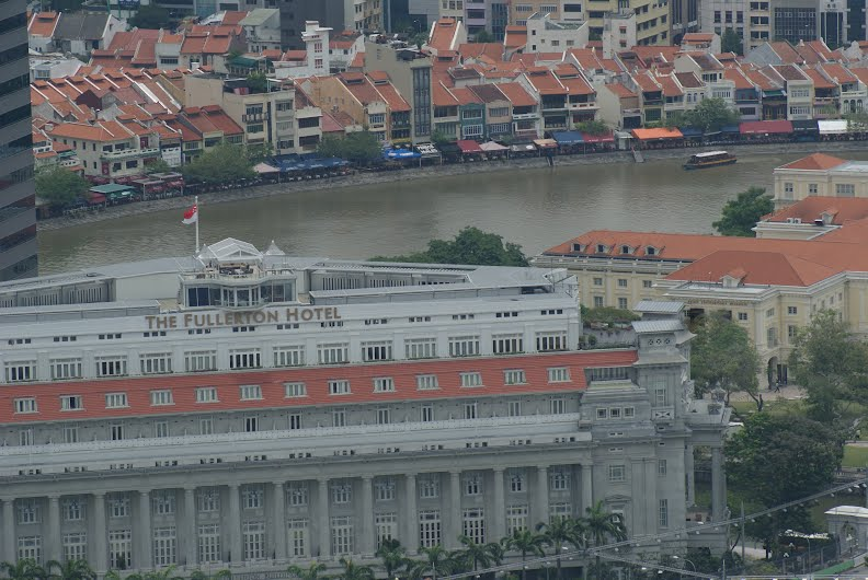 Fullerton Hotel, Singapore - Zooming in from the top of Marina Bay Sandpark