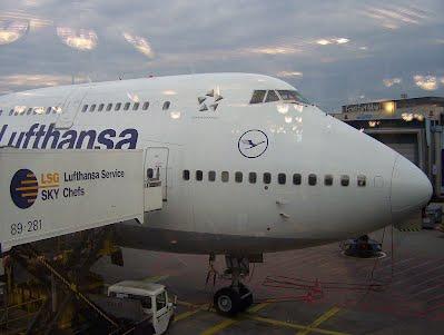 lufthansa_747_at_frankfurt